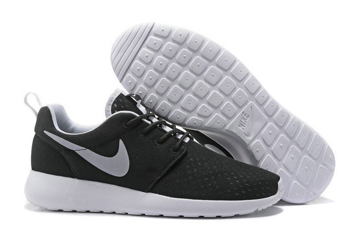 Cheap Nike RosheRun One Mens Grey Black White On VaporMaxRunning