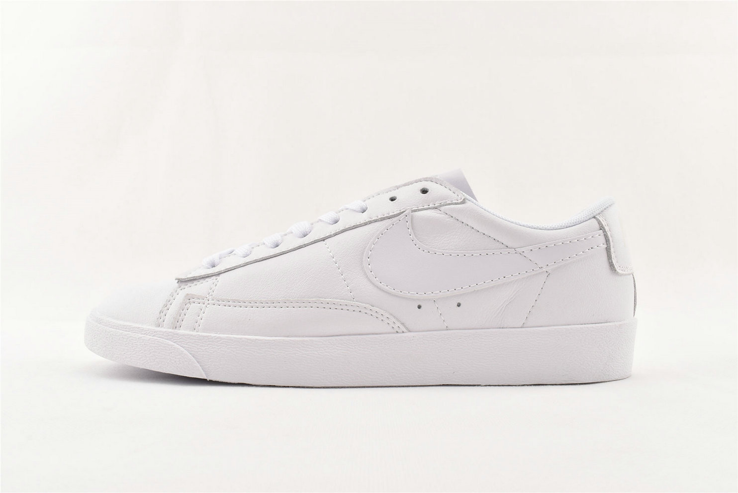 Where To Buy Cheap Nike Blazer Low LE Lifestyle White AA3961-104 On VaporMaxRunning