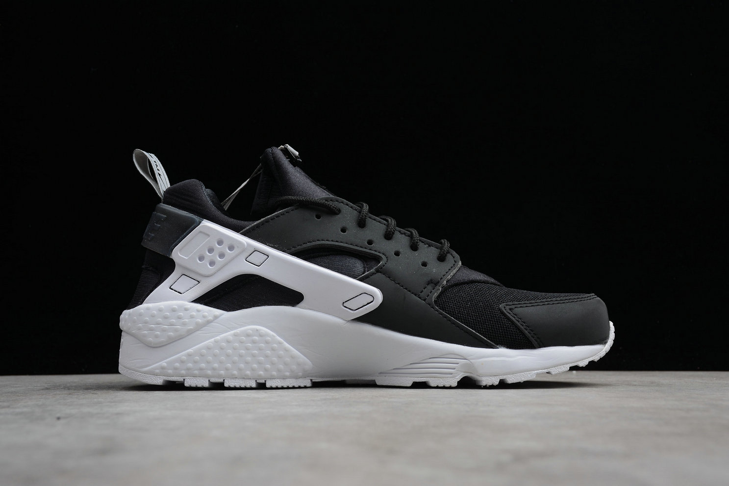 Womens Cheap Nike Air Huarache Run ZIP QS BQ6164-001 Black White Noir Blanc